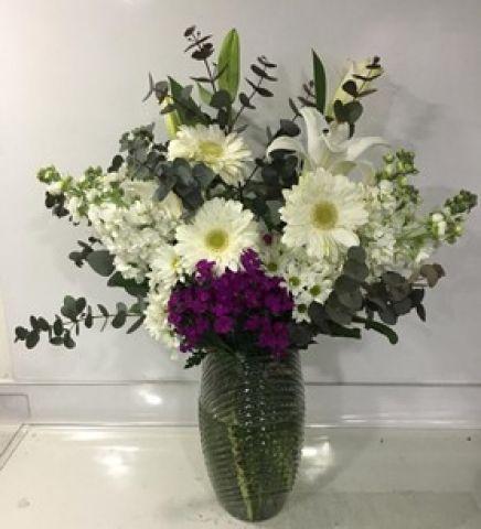Vazoda Beyaz Çiçek