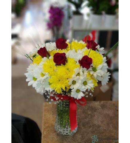 Vazoda Kır Çiçekli Gül